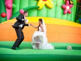 małżeństwo na dmuchanym zamku