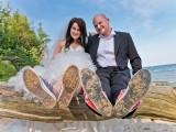 małżeństwo z butami w piasku
