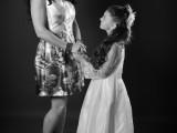 mała i duża dziewczynka